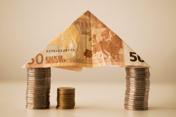 EU-kommissionen vil deregulere finansmarkedet trods risiko for krise.