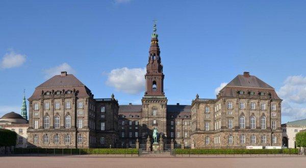 Der har været massiv interesse for TTIP, TiSA og CETA-konferencen på Christiansborg den 25. august. Alle pladser blev revet væk allerede i juli, men hele konferencen bringes på YouTube. Foto: Pudelek / Wiki Cmmons.