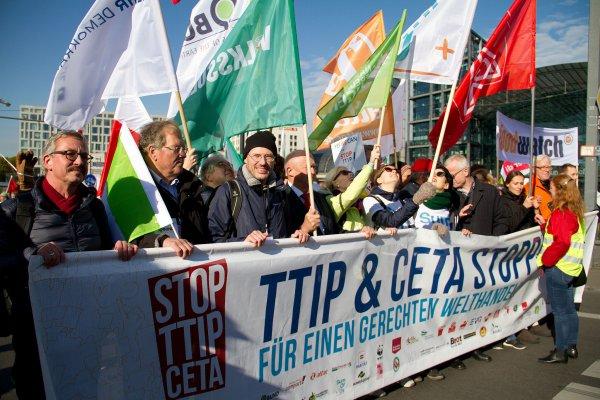3F BJMF-formand Claus Westergreen ønsker øget dansk TTIP-modstand, som fx her i Tyskland. Foto: By Mehr Demokratie / Wikimedia Commons.