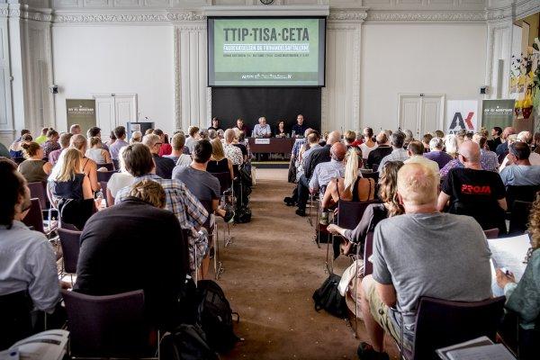 Der var fuldt til TTIP-konferencen i Landstingssalen på Christiansborg torsdag 25. august. Foto: Aage Christensen.