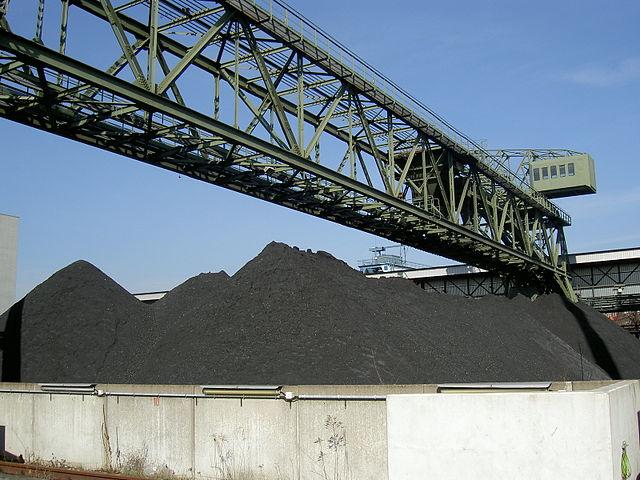 Greenpeace kritiserer EU's fortsatte støtte til kulfyrede kraftværker. Foto: Denis Apel / Wikimedia Commons.